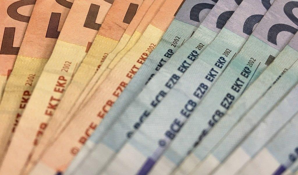 money_bills_large