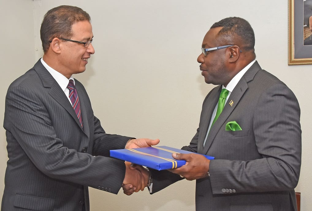 Acting Minister of Foreign Affairs and Foreign Trade, Steve Blackett presenting a welcome gift to new Egyptian Ambassador to Barbados, Atef Mohamed Salem Sayed Elahl (C.Pitt/BGIS)