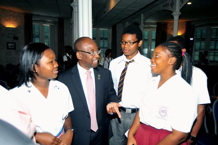 Minister of Youth, Stephen Lashley and students. (FP)
