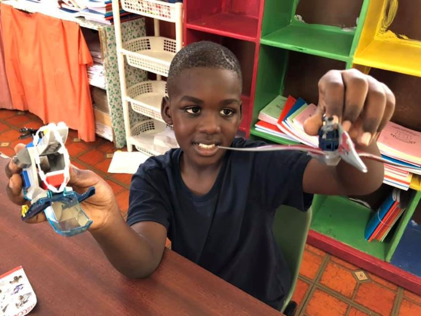 Barbadian Children Learn About Robotics